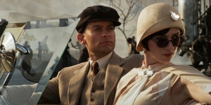 Nick Carraway (Tobey Maguire) and Jordan Baker (Elizabeth Debicki) in The Great Gatsby