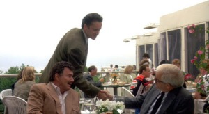 Griffin Mill (Tim Robbins) says hi to the agent and Burt Reynolds, just one of dozens of cameos in The Player