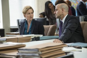 Senior US Government officers Sarah Shaw (Laura Linney) and James Boswell (Stanley Tucci) discuss the fallout of the WikiLeaks leaks in The Fifth Estate