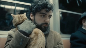 Llewyn (Oscar Isaac) and the cat he can't seem to shake off in Inside Llewyn Davis