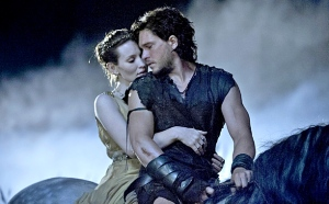 Slave Milo (Kit Harrington) embarks on a forbidden romance with Roman girl Cassia (Emily Browning) in Pompeii