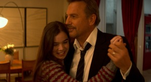 Ethan Renner (Kevin Costner) shares a moment with her estranged daughter Zoey (Hailee Steinfeld) in 3 Days To Kill