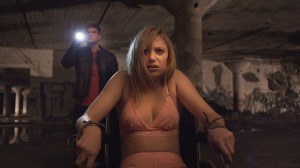 Jay (Maika Monroe) gets way more than she bargained for thanks to Hugh (Jake Weary) in It Follows