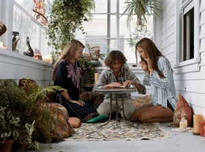 Ouija believe it: 'Doc' Sportello (Joaquin Phoenix) with Sortilège (Joanna Newsom) and Shasta (Katherine Waterston) in Inherent Vice