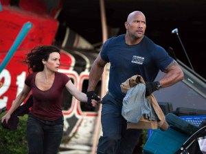 Chief Raymond 'Ray' Gaines (Dwayne Johnson) and estranged wife Emma (Carla Gugino) in San Andreas